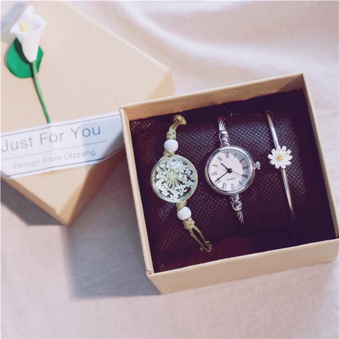 チタン鋼写真通り合金クォーツ時計リトルニードルダイヤモンドラウンド防水深度50mファッションカジュアル腕時計