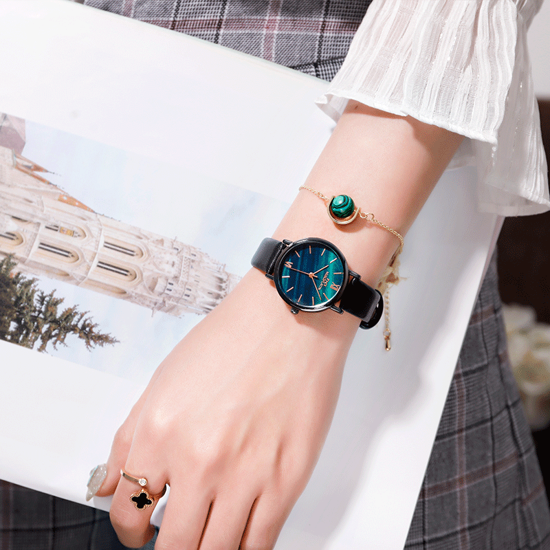 合金写真通り合成皮革クォーツ時計リトルニードル配色縁取りラウンド防水深度30mファッションレトロ腕時計