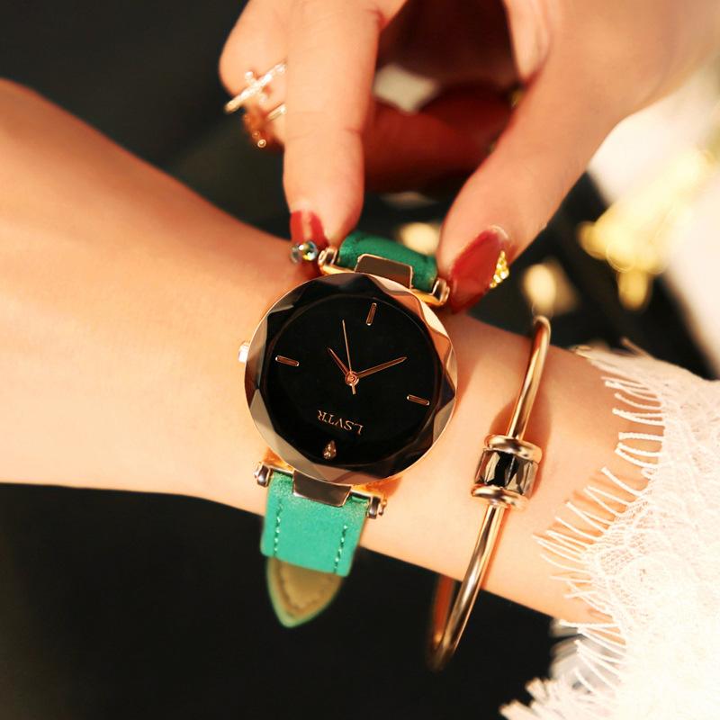 ガラスその他グリーン系グレー系ブラウン系ホワイト系レッド系レザークォーツ時計その他その他ラウンド防水深度30mファッション腕時計
