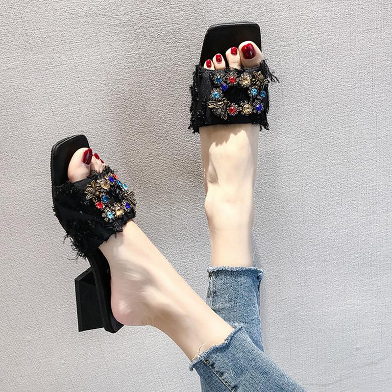 夏 美脚 疲れにくい おしゃれ スエード ファッション シンプル ミドルヒール スクエアトゥ メタリック ブロックヒール サンダル